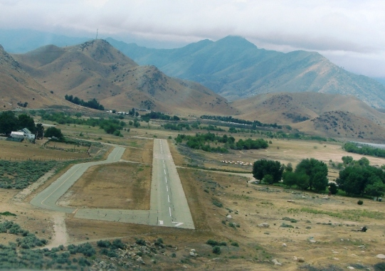 flying into kern valley airport. Black Bedroom Furniture Sets. Home Design Ideas
